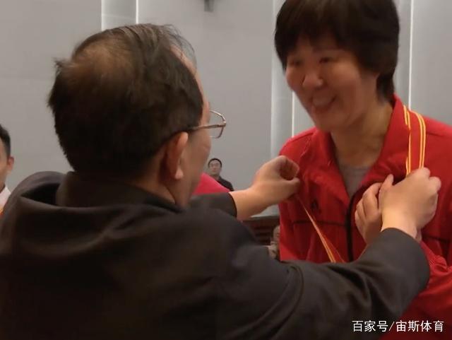 郎平双喜临门!获总局表彰现身领奖 亲口表态争取东京奥运会奖牌