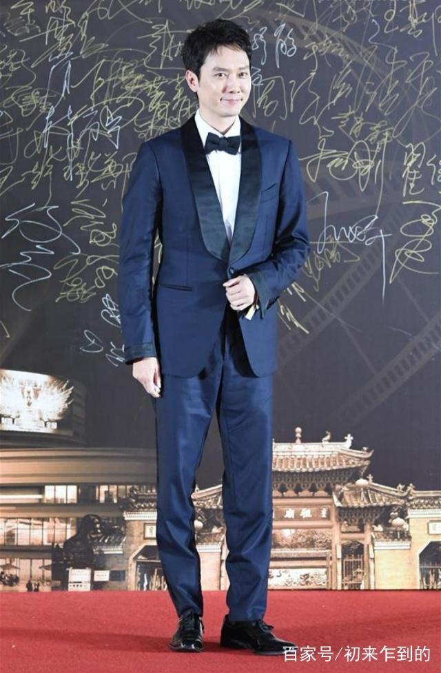 明星出席第27届中国金鸡百花电影节红地毯仪