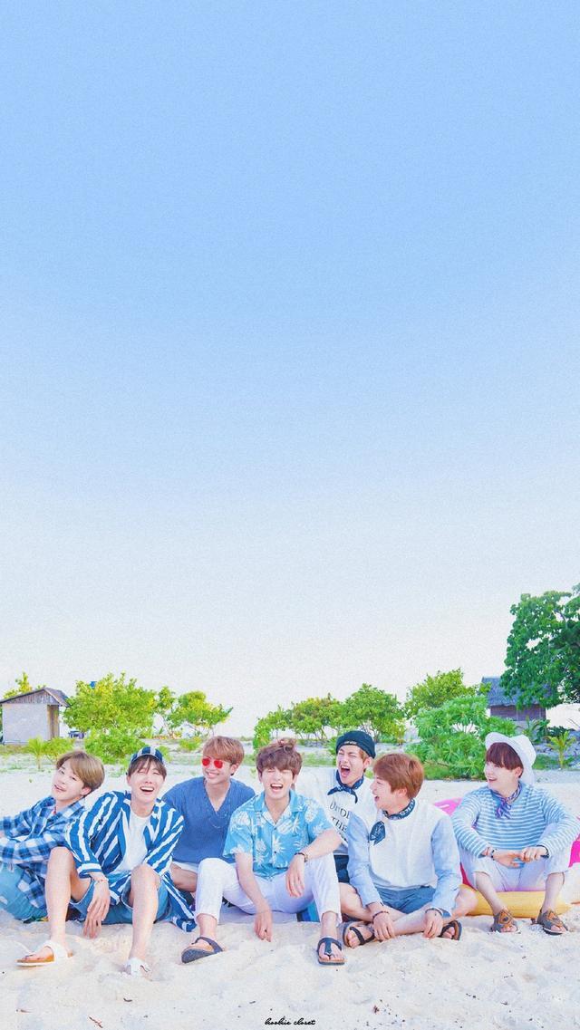 一組防彈少年團超可愛的海邊壁紙,少年感滿滿的小可愛們!