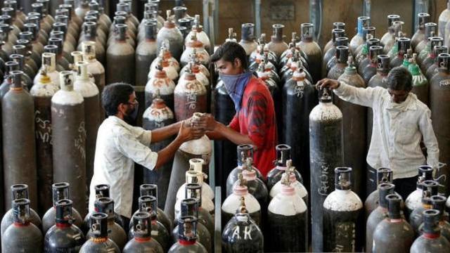 """""""莫迪救救我們!""""黑市氧氣瓶賣出天價,印度危機四伏惹眾怒"""