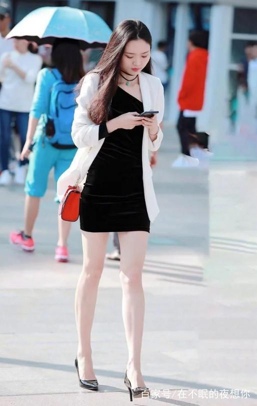 街拍:一组超短裙+高跟鞋的漂亮小姐姐,有你们喜欢的吗?