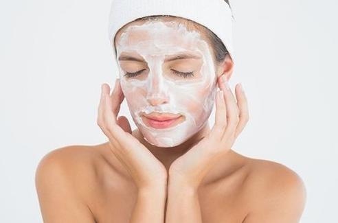 洗完脸感觉假滑还紧绷?看完这个分析,洗面奶,你真的选对了吗?