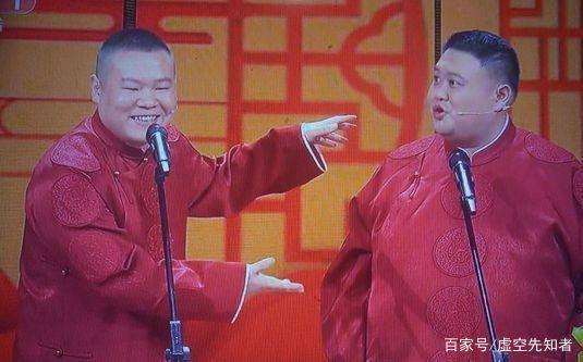 """孙越春晚""""开车"""",岳云鹏不仅笑场,头上还插一个""""马桶塞""""?"""