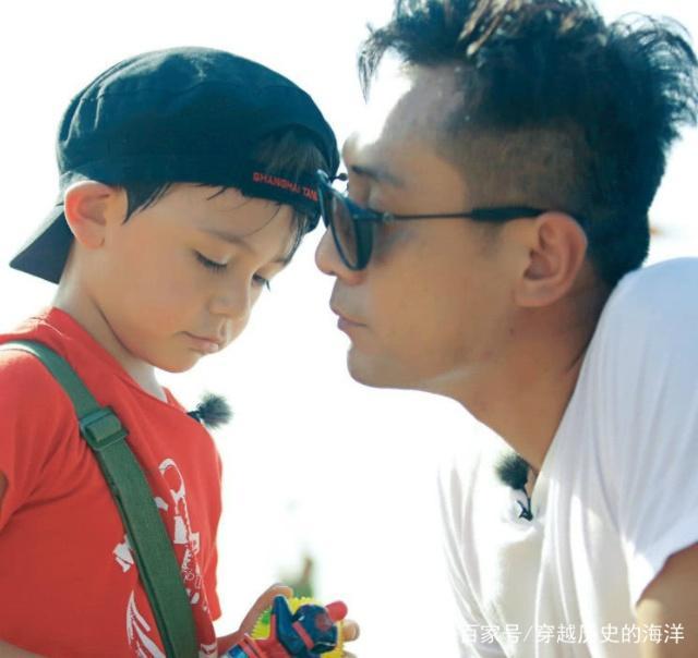 刘烨晒妻子童年美照,自拍照却被吐槽,网友:换上这张才合适
