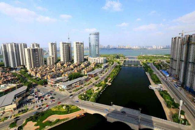 """山东省面积最大和人口最多的城市,被誉为""""物流之都"""""""