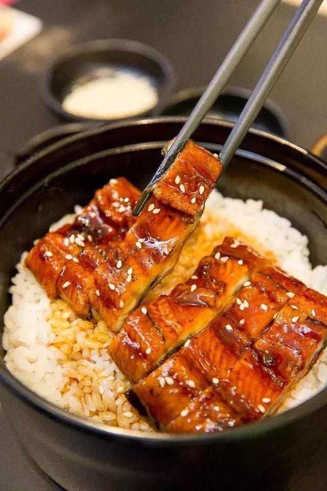 圖享日式烤鰻魚制作全過程