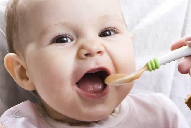 婴儿辅食4个误区,妈妈们要避开,吃对了,宝宝才能健康成长