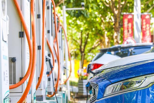 新能源汽車企業鏖戰山城,鹿死誰手?