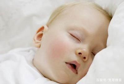 新生儿睡觉昼夜颠倒,宝妈们如何培养他们/