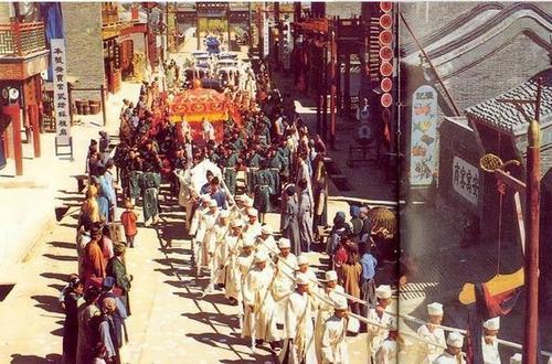 """中国传统丧葬习俗——出殡,到底有哪些讲究,""""路祭""""是怎么来的"""