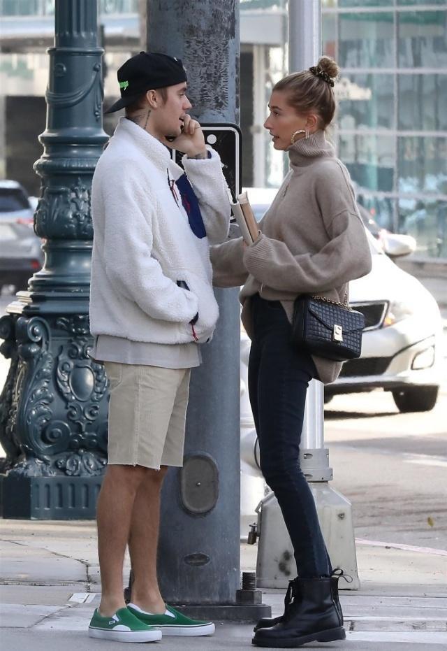 賈斯汀比伯攜海莉現身街頭,149加幣的廉價外套,居然穿出高級感