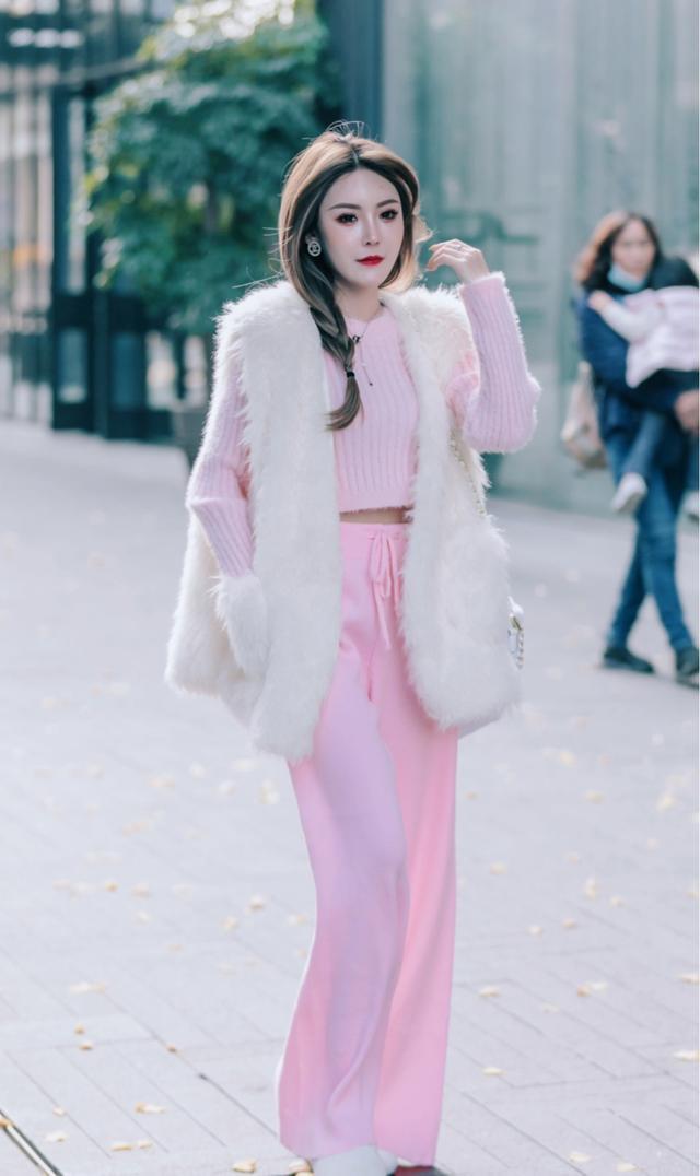 淑女味十足的粉色,遇上清爽幹凈的白色,減齡效果好還有甜美氣息
