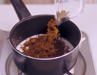 金丝枣糕的做法:搅拌