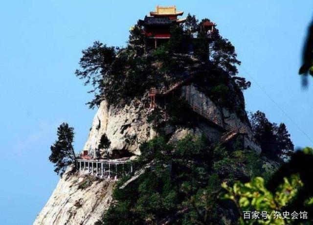 武当山长明灯600年不灭,专家研究多年无果,游客轻松发现原因