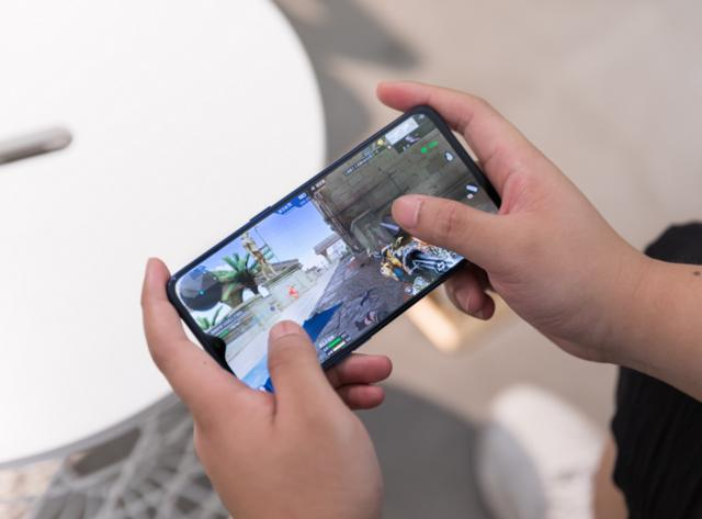 vivo又一「爆款」手機:AI美顏 AI美體,半天預約量超過16000
