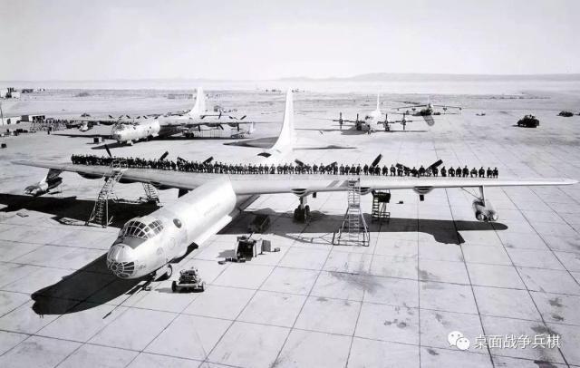 """打着""""和平卫士""""之名轰炸敌方本土 后置螺旋桨的空中核武器库"""