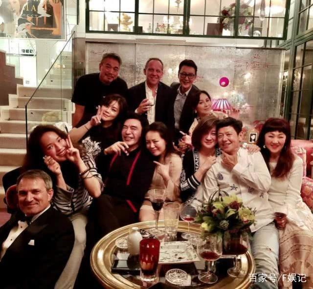 刘嘉玲在自家豪宅邀请一众好友开派对 一直是很多女网友心目中的偶像