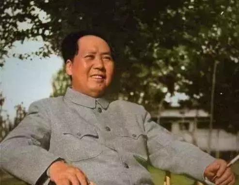 本日,我们一同惦记巨人毛主席!请花1分钟为他怀念!