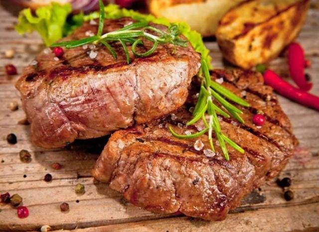 为什么吃西餐一块牛排就饱了,吃火锅一盘牛肉都不够?原因很简单