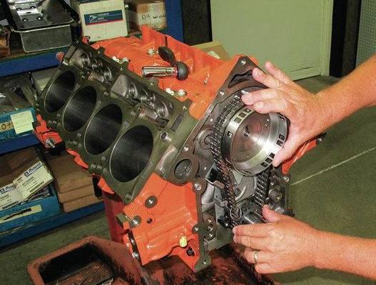 发动机正时链条和皮带哪个更耐用?多久需要换