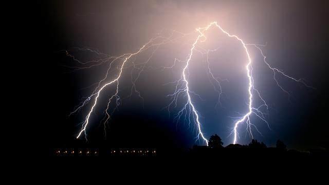 想要瘦成一道闪电,你知道一道闪电有多宽吗?