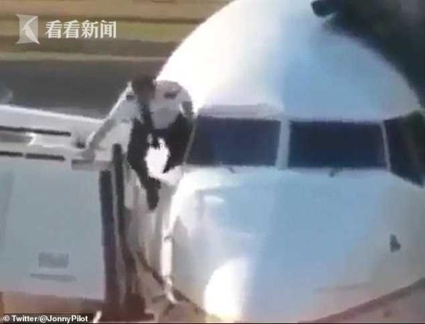 飞行员忘带钥匙爬窗进驾驶舱 网友:咋不走防弹门