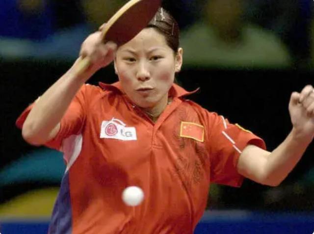 昔日乒乓奥运冠军,如今44岁身材发福,面容保养年轻气质十足