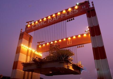 世界***橋式起重機中國造:重達2萬多噸,有40層樓高