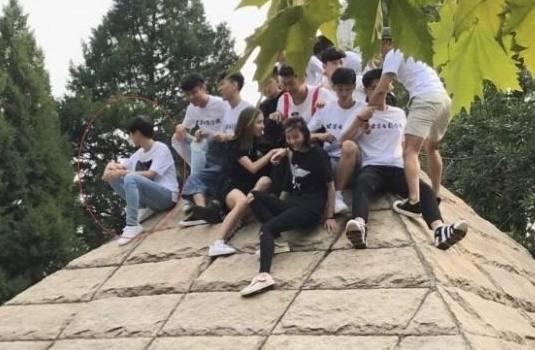 北影表演系新生集体亮相 终于拍到王俊凯了