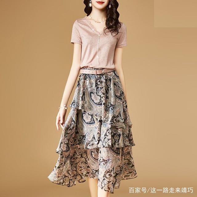 """有一种时尚女装,叫""""套装裙"""",特适合65后女人,洋气超嫩美"""