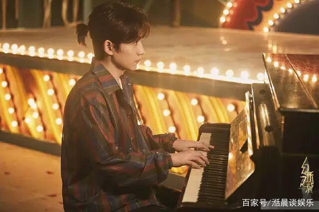 朱一龙幻乐小丑成全人间喜剧,歌曲回应一切黑
