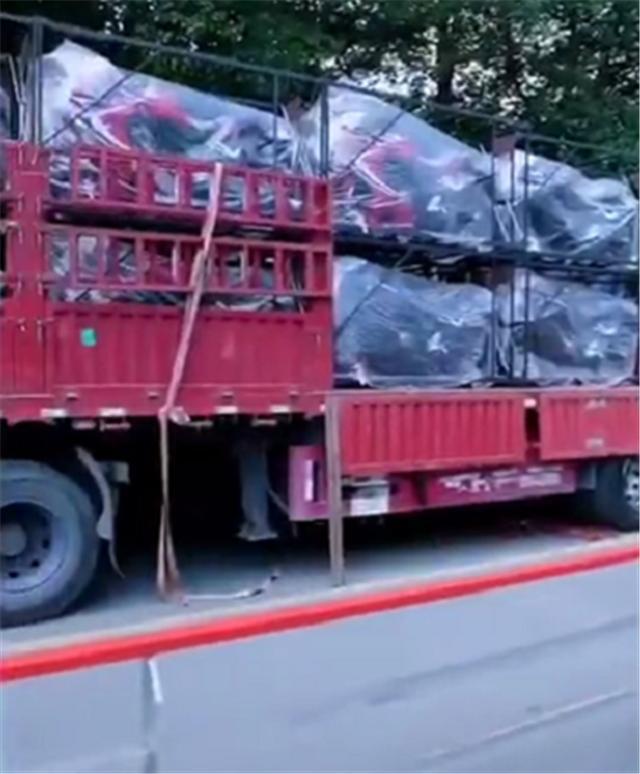 60台本田一次性到货,清一色CBR650R,车价6位数,红色居多